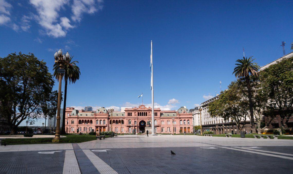 La Plaza de Mayo desierta como consecuencia de las medidas tomadas previamente a la cuarentena general.