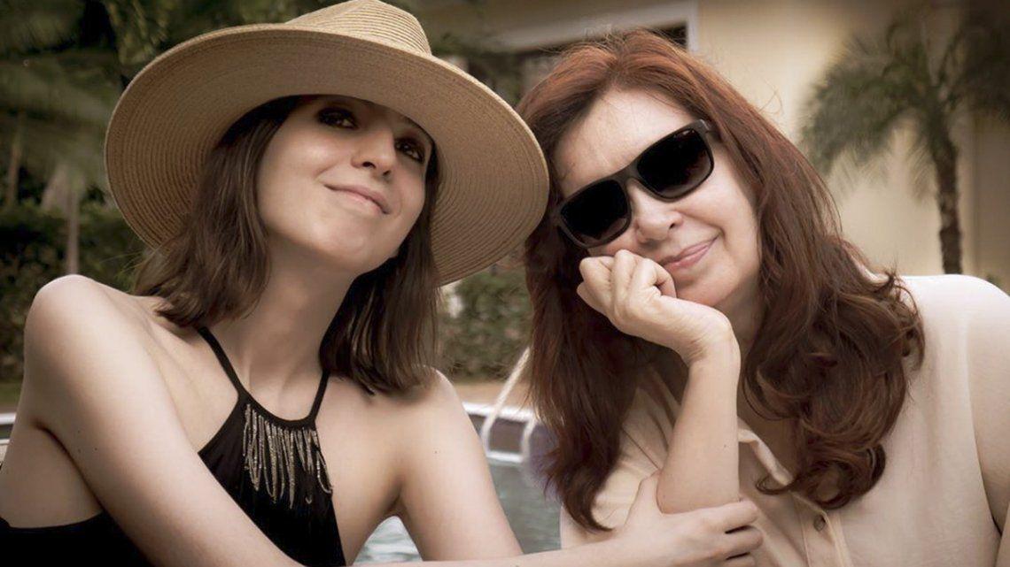 Cristina Kirchner volvió con Florencia desde Cuba y hará cuarentena