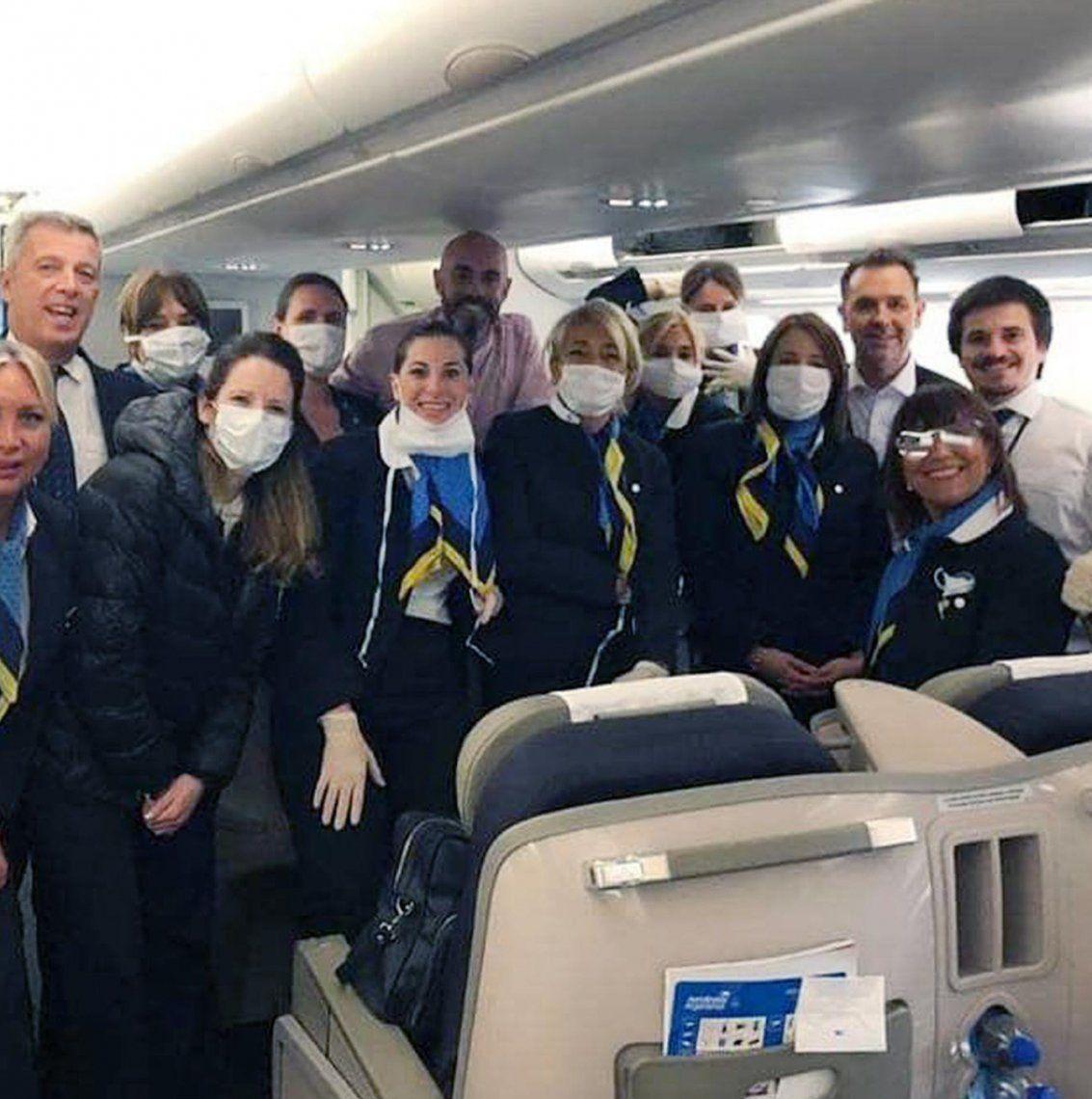 Tripulaciones de Aerolíneas que traen argentinos del exterior.