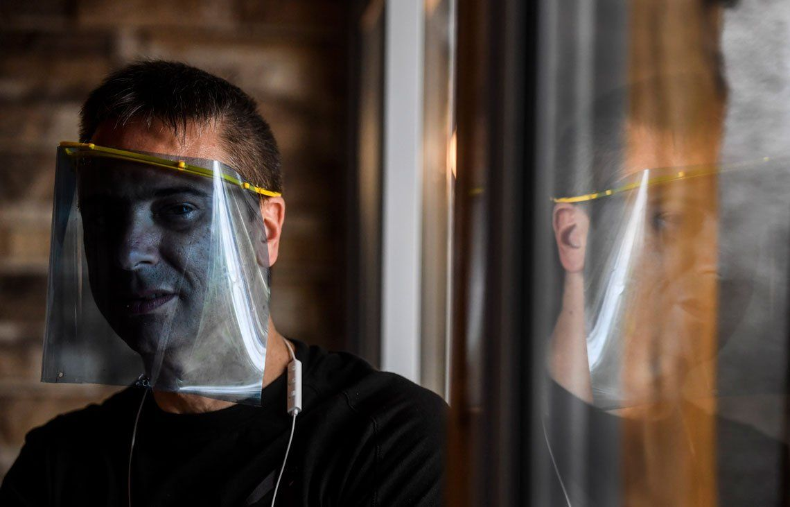 Imprimiendo Ayuda 3D: fabrica y dona máscaras que se distribuyen entre profesionales de la salud