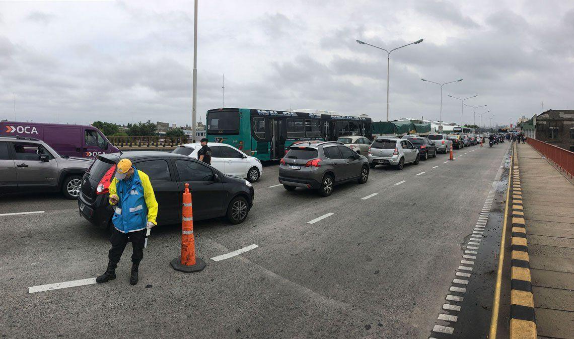 Persisten las demoras en el primer día de funcionamiento de carriles exclusivos