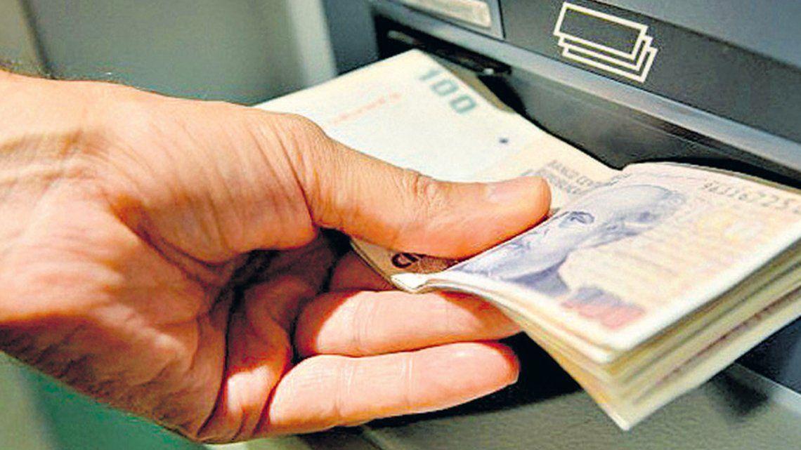 Jubilados: ¿dónde llamar por la tarjeta de débito?