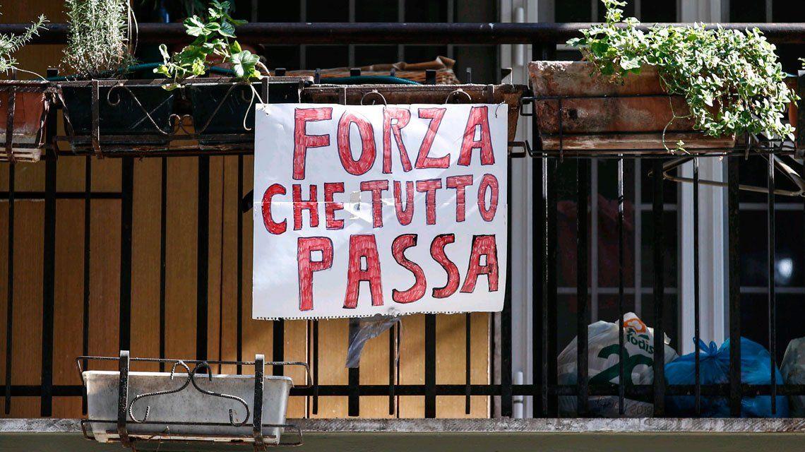 Otra jornada dramática en Italia: más de 830 muertos y 2100 contagios
