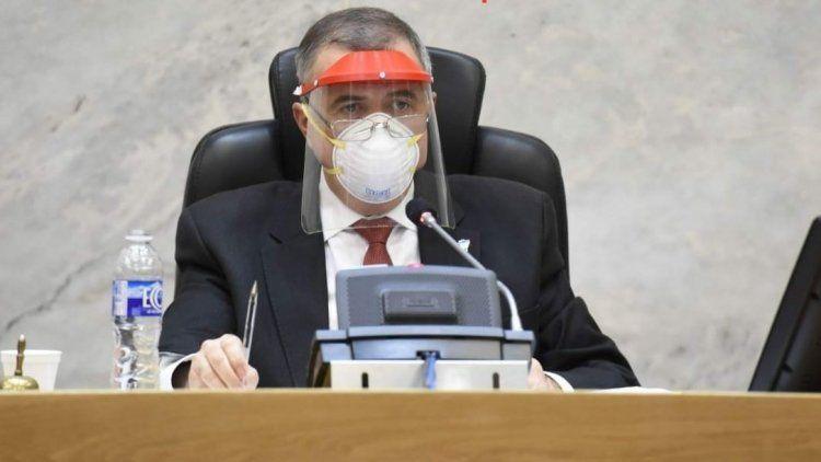 Jaldo se disculpó por los legisladores que usaron máscaras donadas a médicos