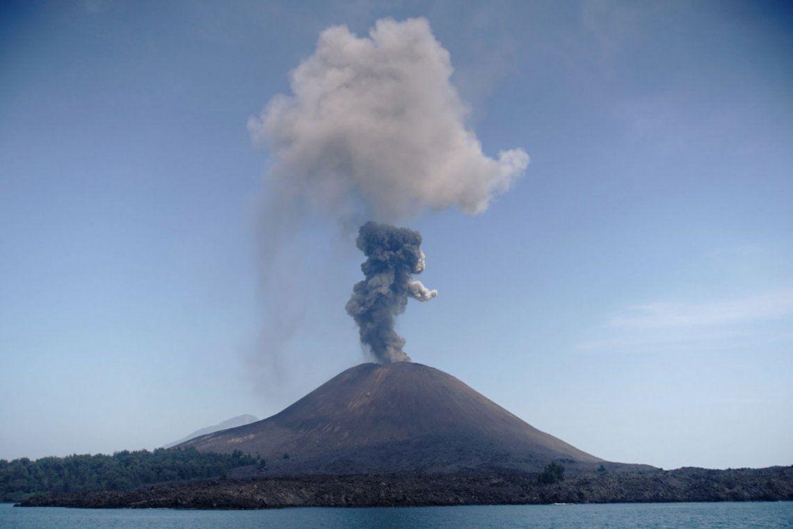 Erupción del Anak Krakatoa y otros volcanes del Cinturón de Fuego