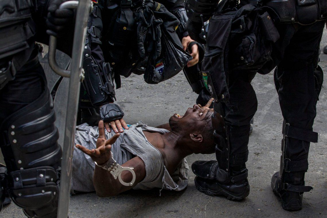 Represión del escuadrón antidisturbios de Medellín