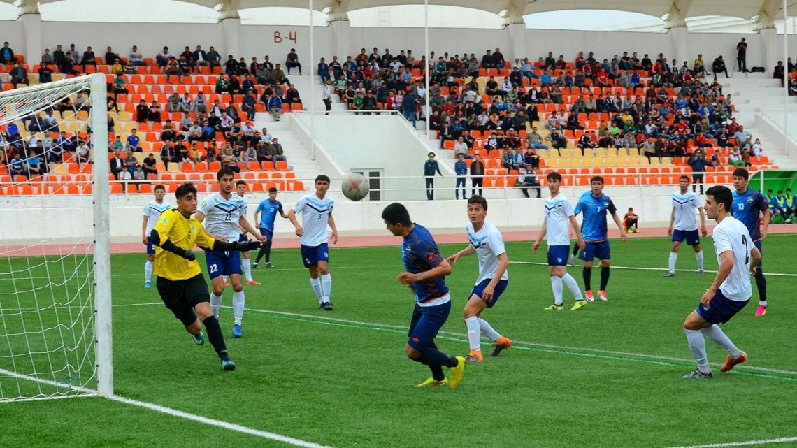 En Turkmenistán, país que prohibió la palabra coronavirus, vuelve el fútbol