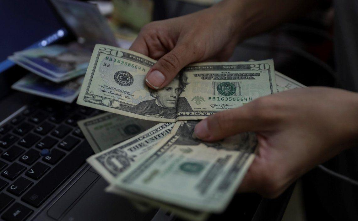 El dólar que opera en la Bolsa había registrado tres subas consecutivas y ayer apuntó una retracción en su valor.
