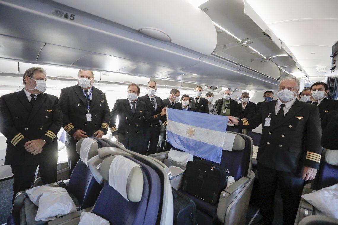 Coronavirus: llegó el primero de ocho vuelos de Aerolíneas Argentinas con insumos médicos desde China
