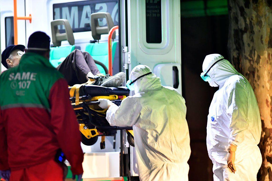 En fotos: evacuaron un geriátrico en el barrio de Belgrano por casos de coronavirus