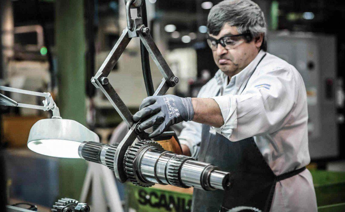 Según la UIA la actividad industrial cayó 0