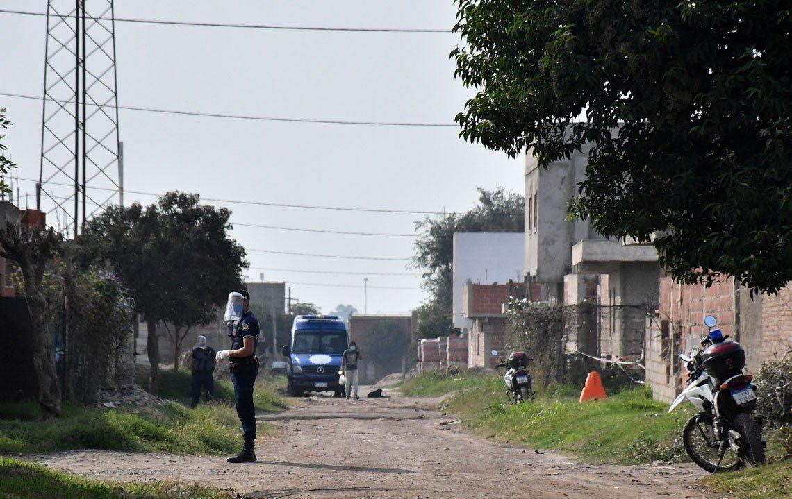 En fotos: aislaron en forma total a un barrio cordobés por un caso de coronavirus en un niño