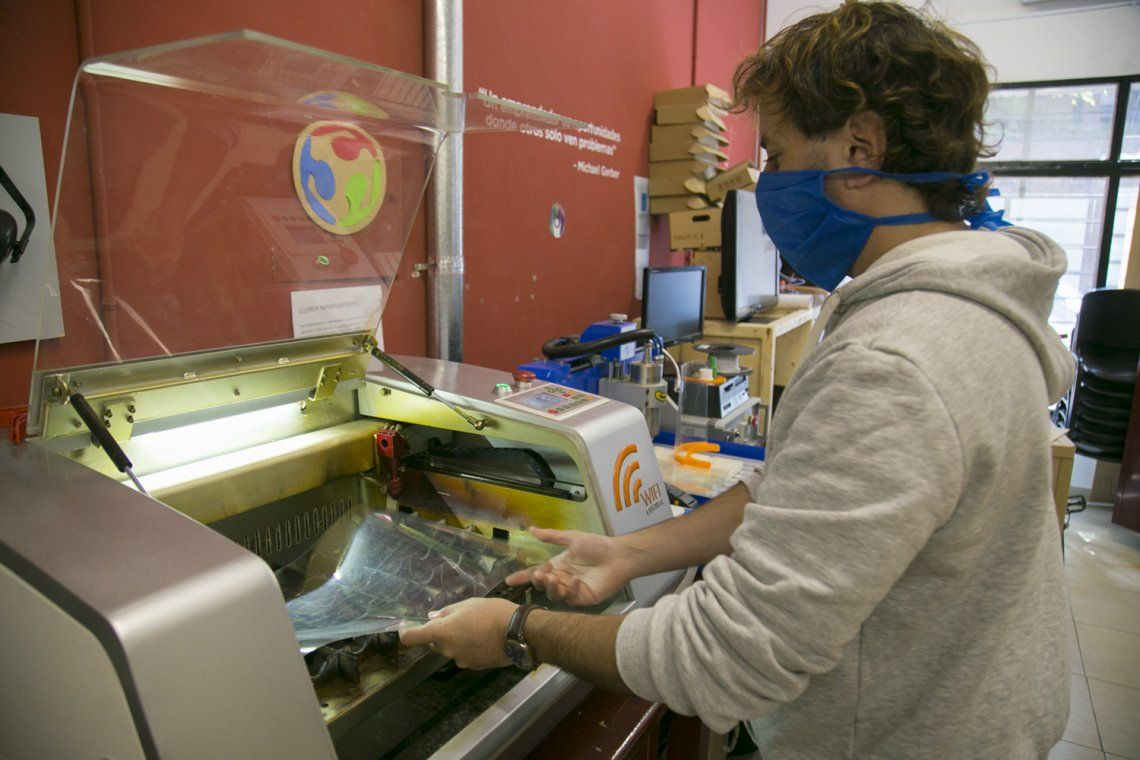 Vicente López entrega máscaras al personal de salud
