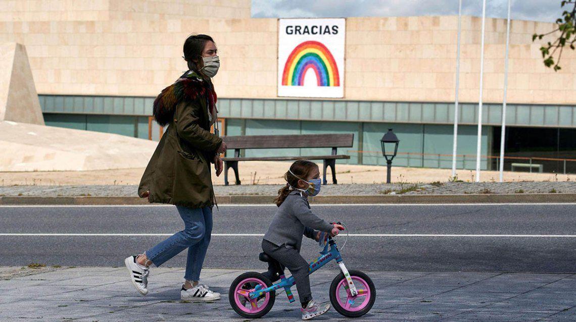 Coronavirus en España: millones de niños salieron a la calle y hubo críticas