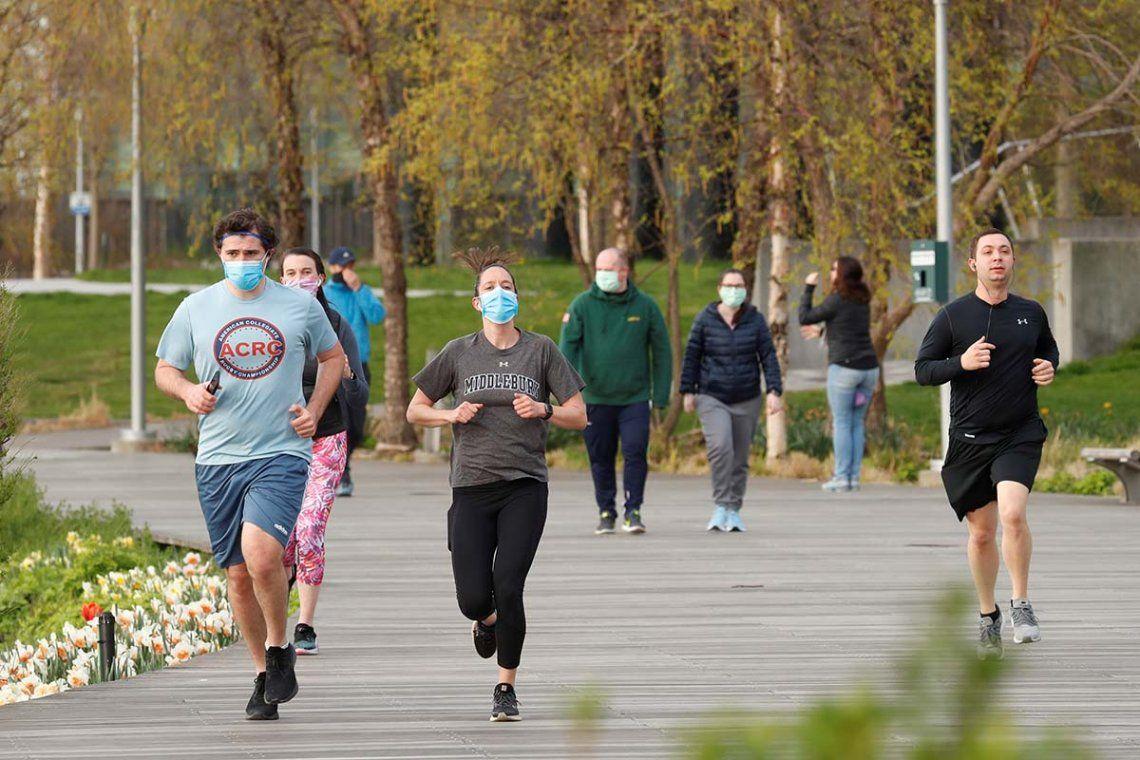 Coronavirus en España: habilitan franjas horarias para hacer deporte y pasear