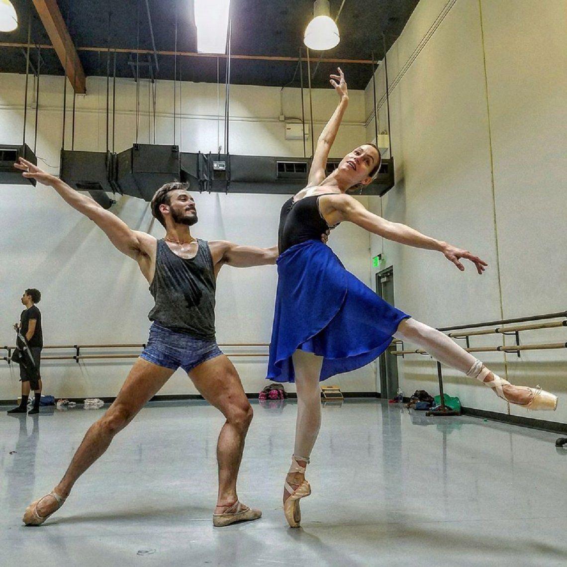 Un bailarín del Teatro Colón es tendencia en las redes sociales con clases que siguen miles de personas en el mundo