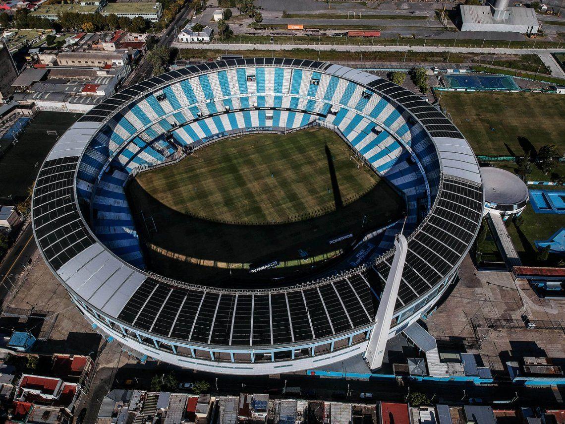 Coronavirus en Argentina: infectólogo vaticina un fútbol con capacidad reducida en estadios y público con barbijos
