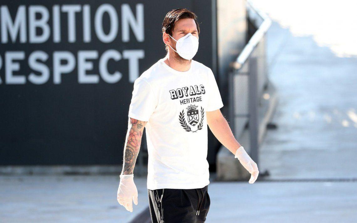 Con barbijo y guantes, Messi volvió a entrenar con Barcelona en el medio de la pandemia de coronavirus