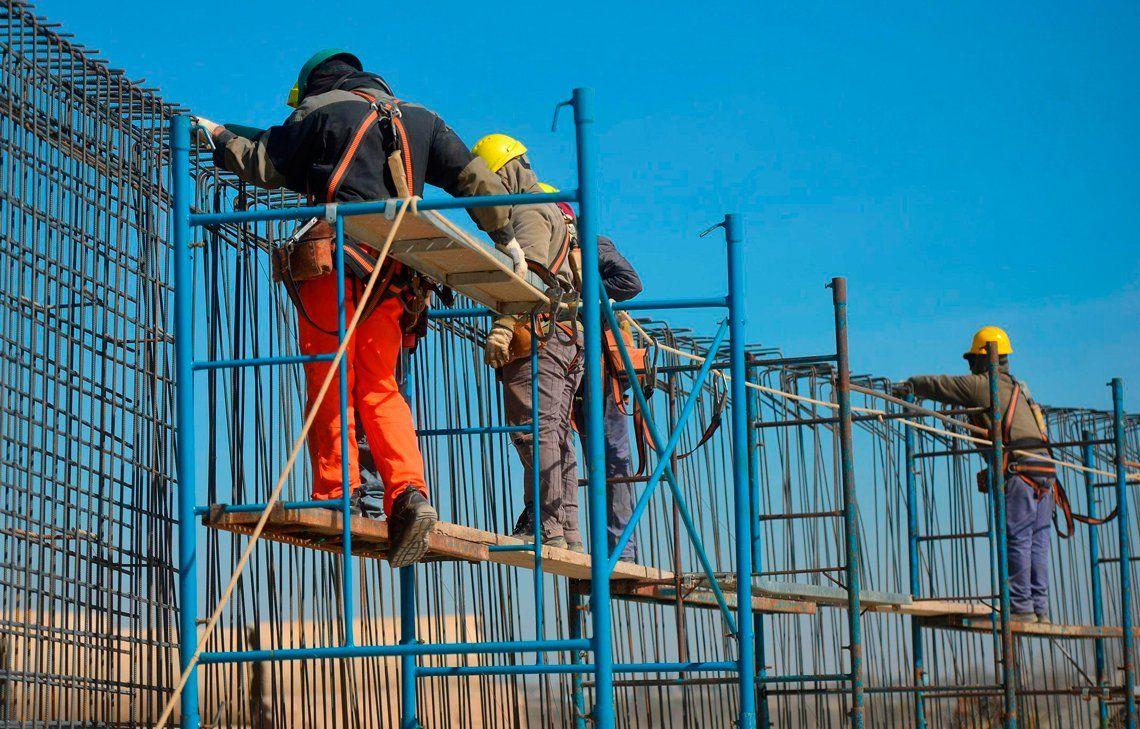 Cayeron la industria y la construcción en marzo