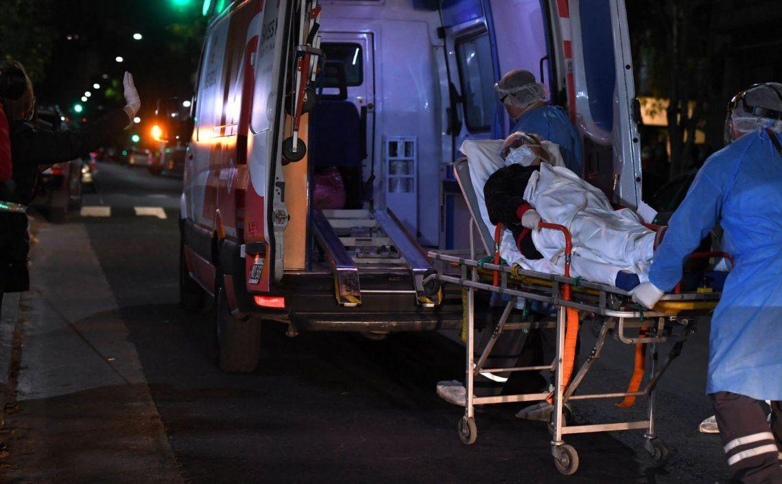 Siete personas murieron y diagnostican 327 nuevos casos por coronavirus en Argentina