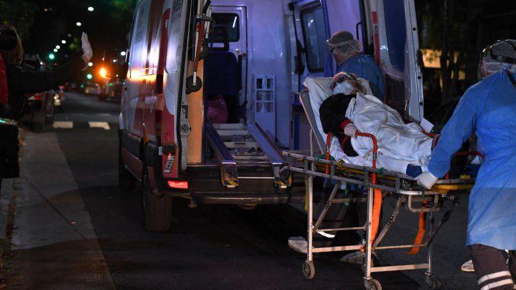 Siete muertos y récord de contagios en el país: 723