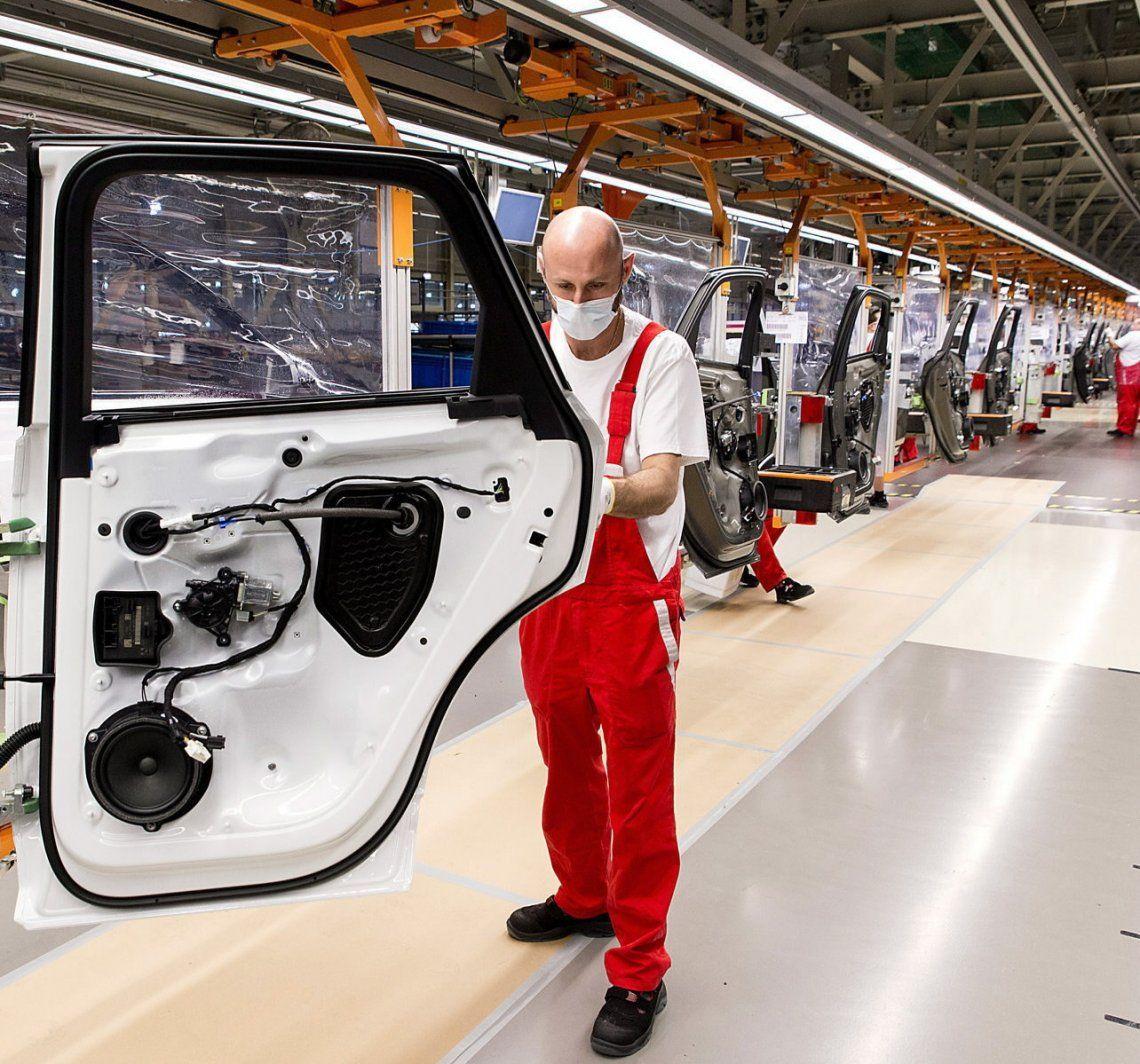 La industria automotriz retoma la actividad tras unos 50 días.