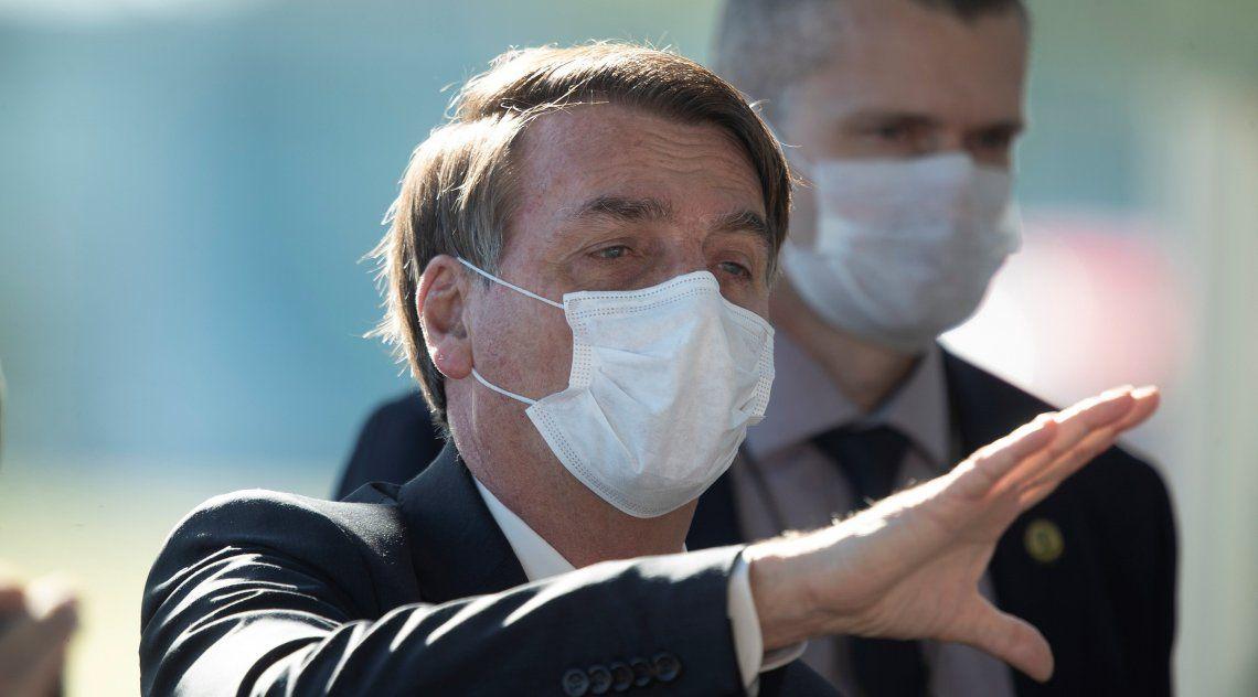 Esta vez Jair Bolsonaro se mostró en público usando barbijo.