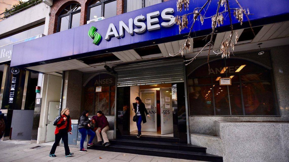 Bono de Anses: quiénes cobran el IFE de 10 mil pesos esta semana