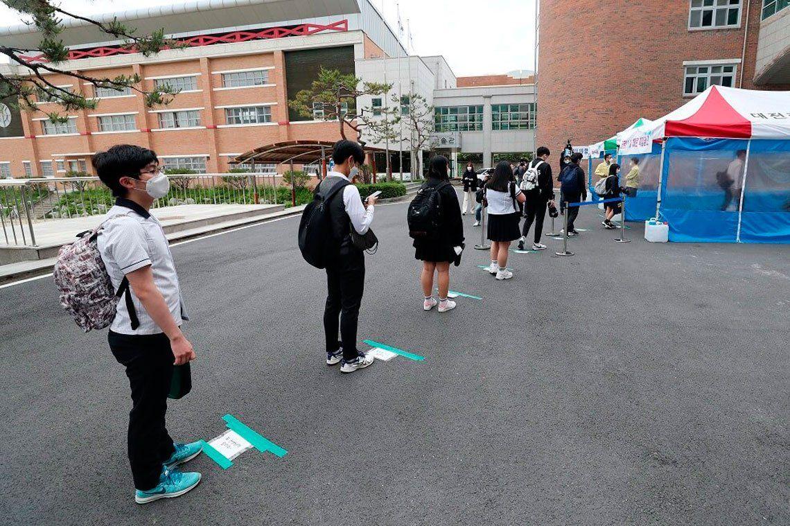 En fotos: con el coronavirus contenido, reabren colegios en Corea del Sur