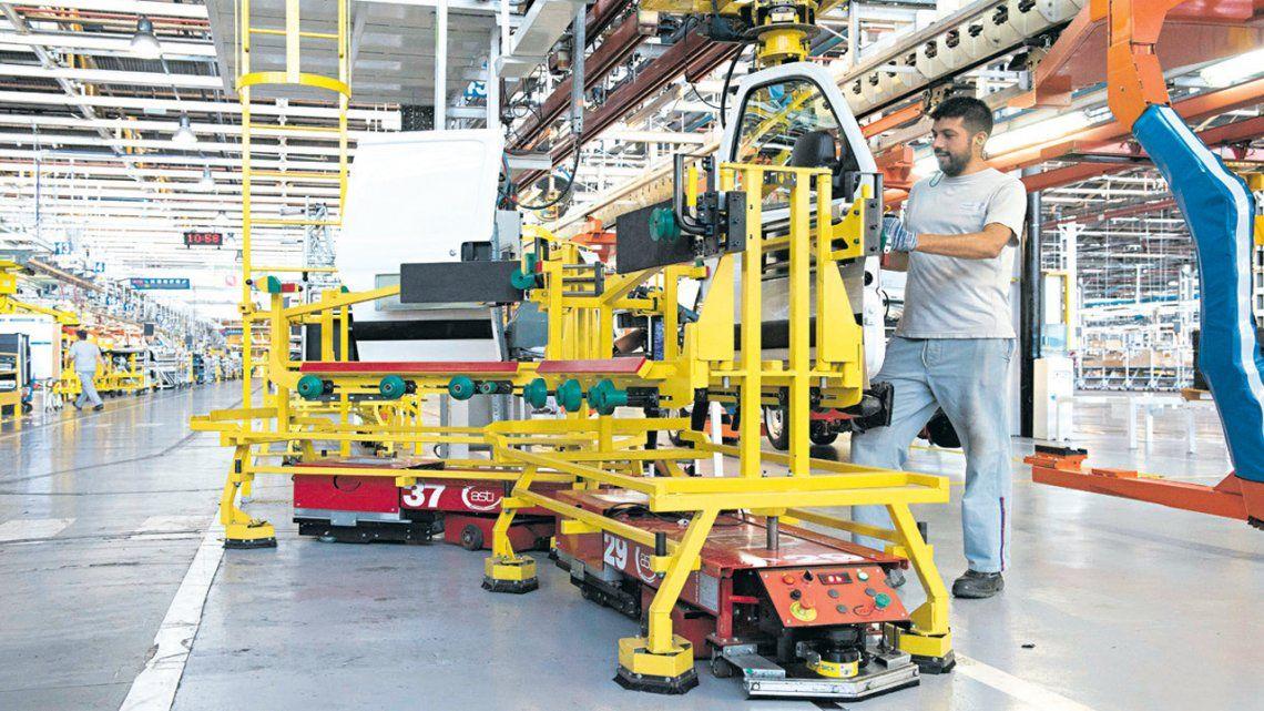 La industria trabaja solo al 42% de su capacidad instalada