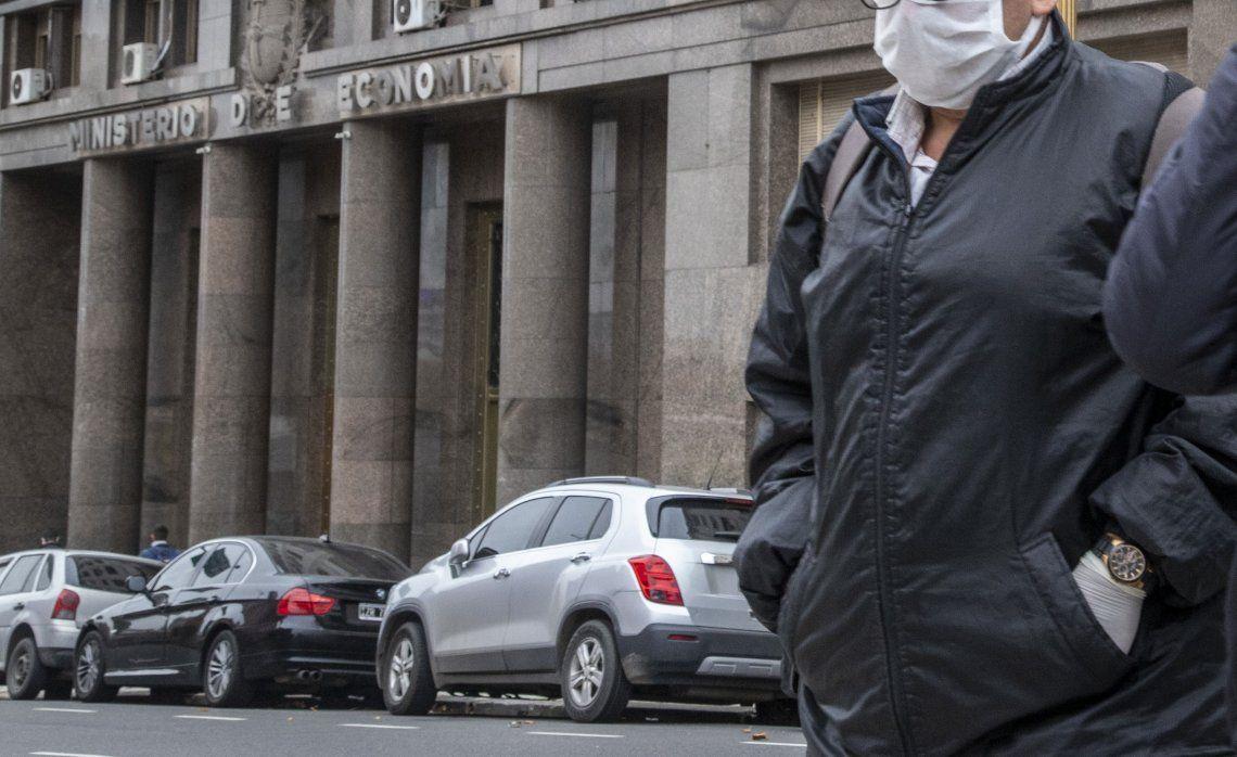 Si el gobierno logra antes del 2 de junio un acuerdo con los bonistas evitará que se active la cláusula de cross default.