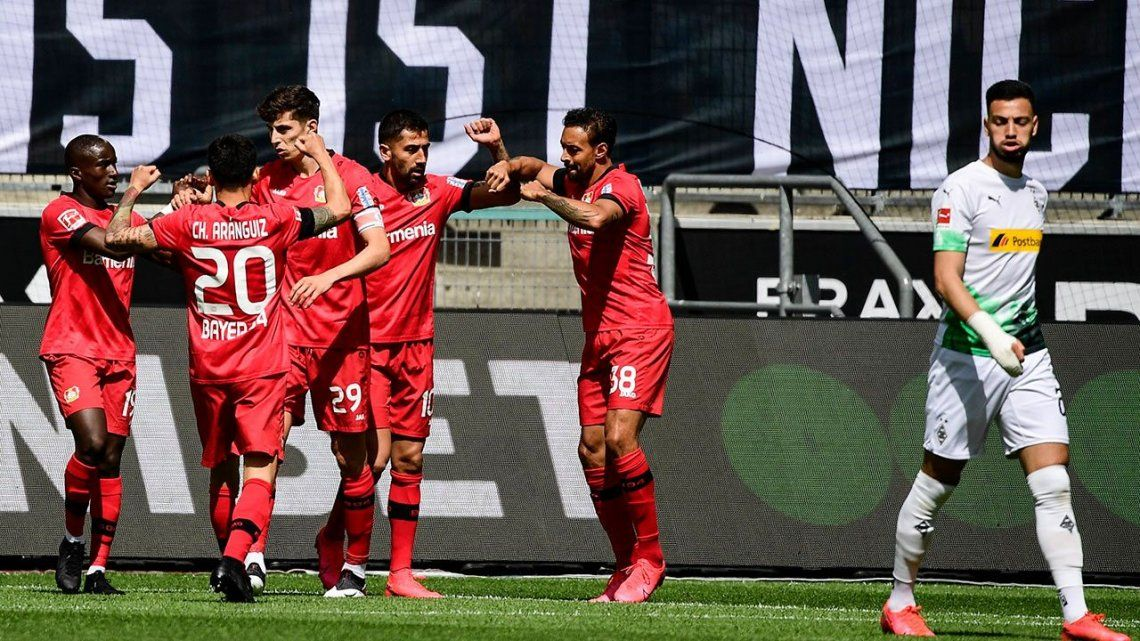 Decepción en las redes por la ausencia de Alario y Palacios en el triunfo del Bayer Leverkusen