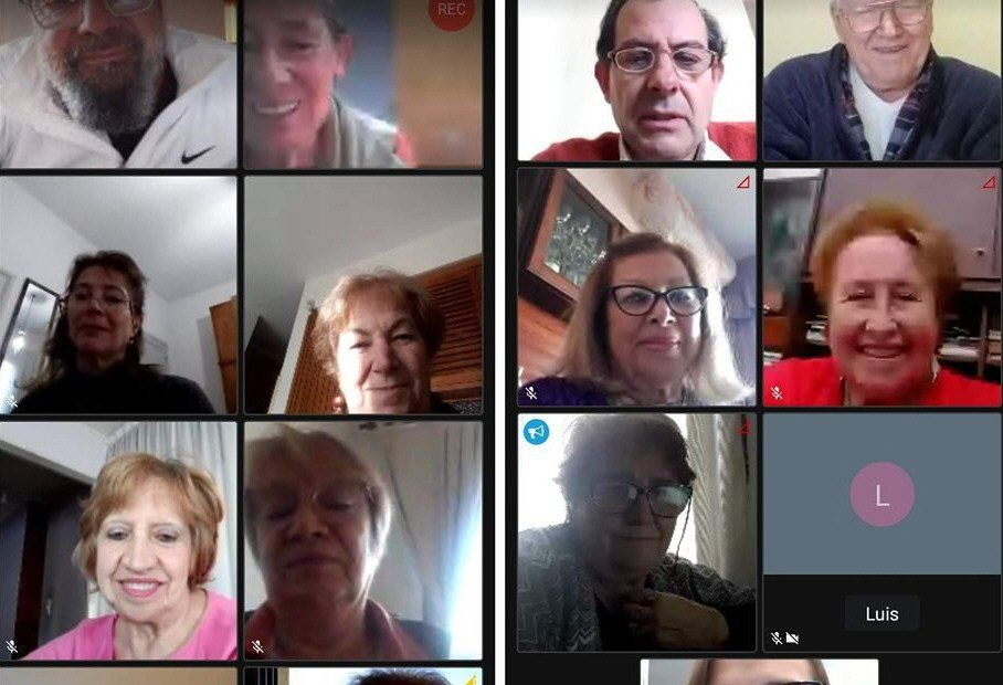 Una de las clases online para personas mayores que se organizan desde CEPRAM.
