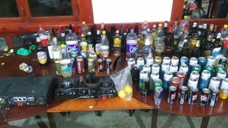 Descubrieron a 24 jóvenes que habían organizado una fiesta en un balneario