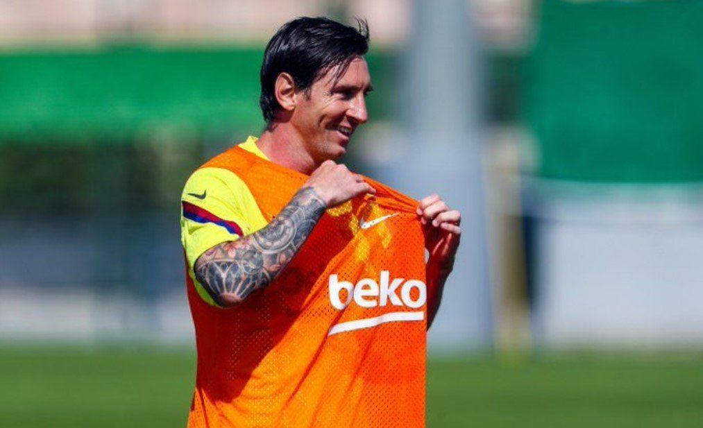 Goles, asistencias y barridas: Messi estuvo enchufadísimo en la práctica del Barcelona