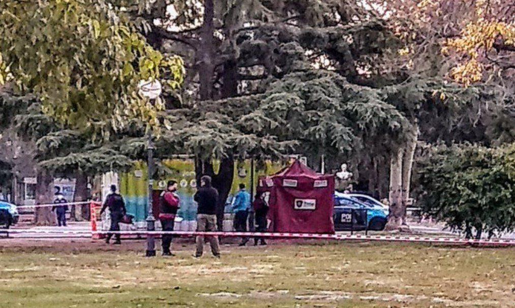 Encuentran muerto a un hombre con un balazo en la cabeza frente al Parque Saavedra