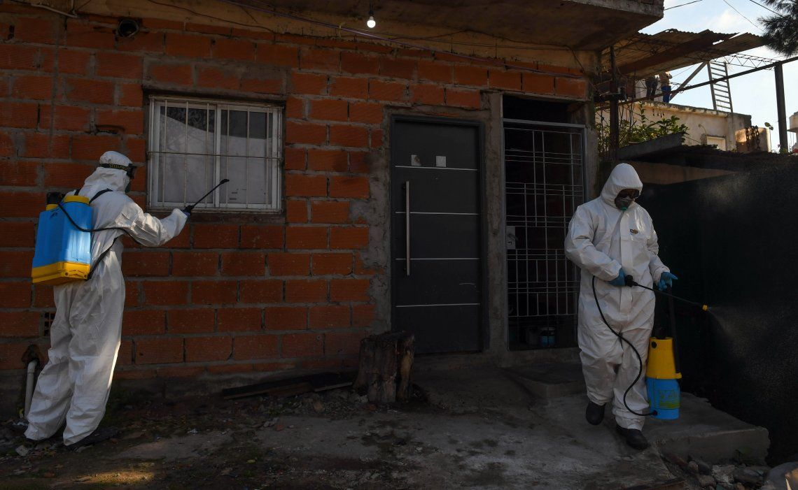 En la villa Azul se registraron otros 145 casos después que se confirmaran 53 nuevos de los 100 hisopados del lunes.