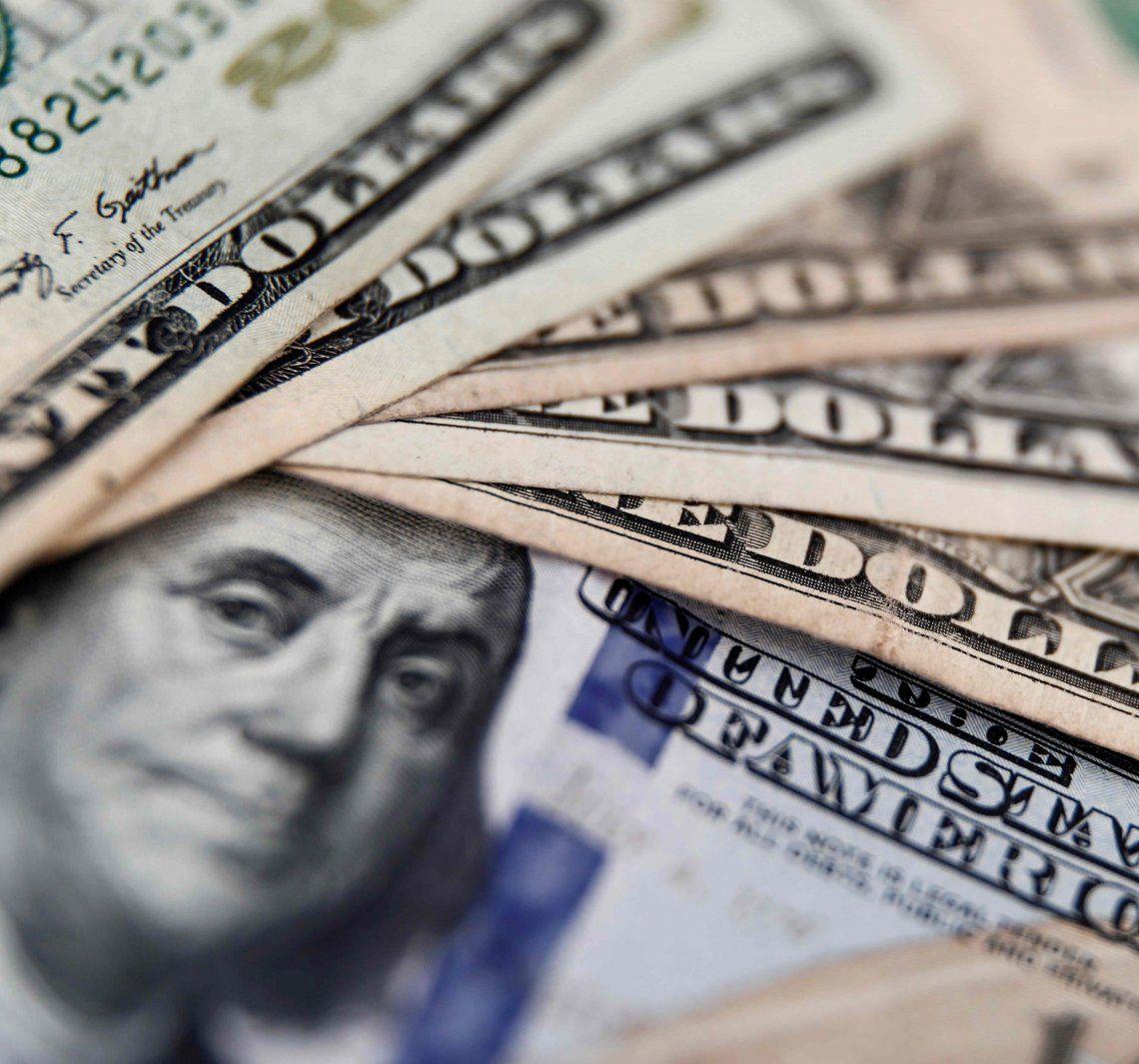 Los ahorristas sólo pueden adquirir 200 dólares mensuales.