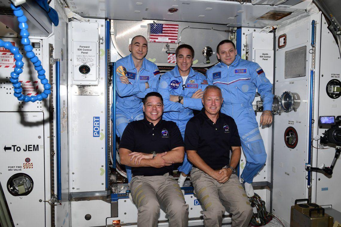 Tras un histórico viaje, la tripulación Crew Dragon fue recibida en la Estación Espacial Internacional