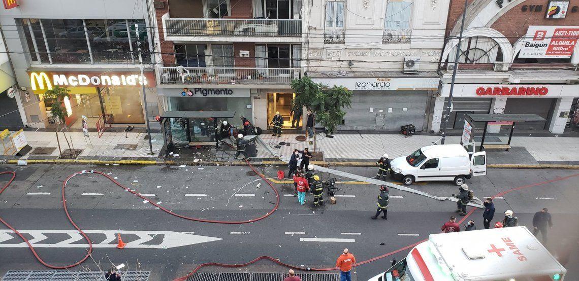 Villa Crespo:  dos bomberos muertos por las explosiones e incendio en una perfumería