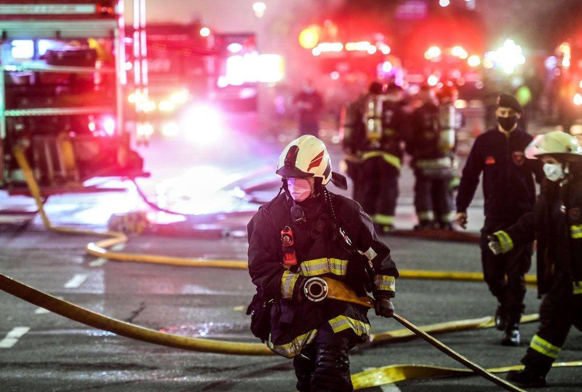 Investigan las causas del incendio en la perfumería de Villa Crespo