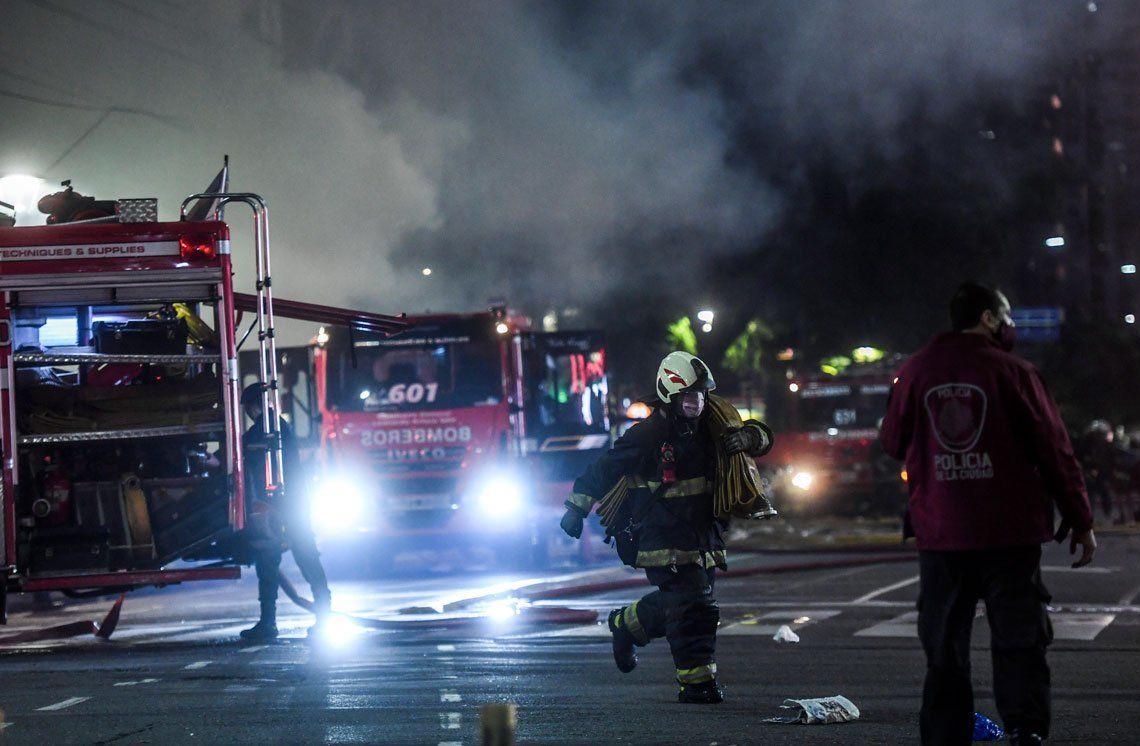Las explosiones e incendio en un edificio de Villa Crespo, en imágenes