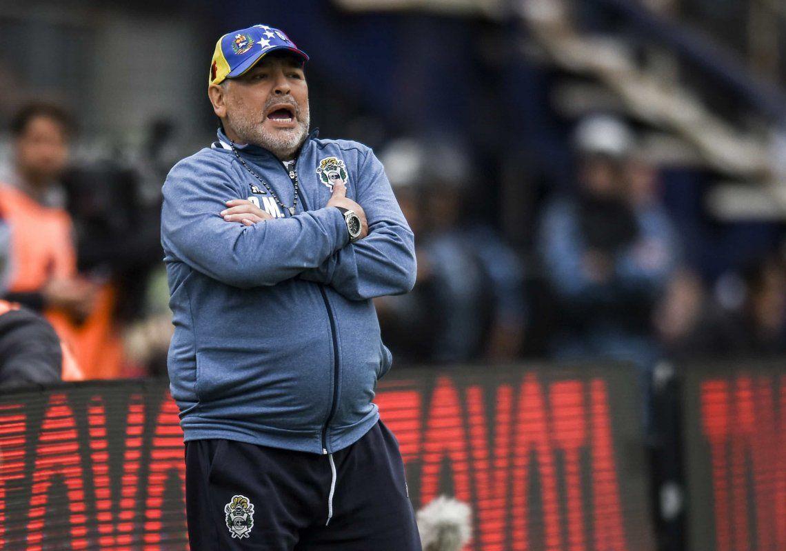 Vamos por más: Maradona arregló su continuidad con Gimnasia y Esgrima La Plata