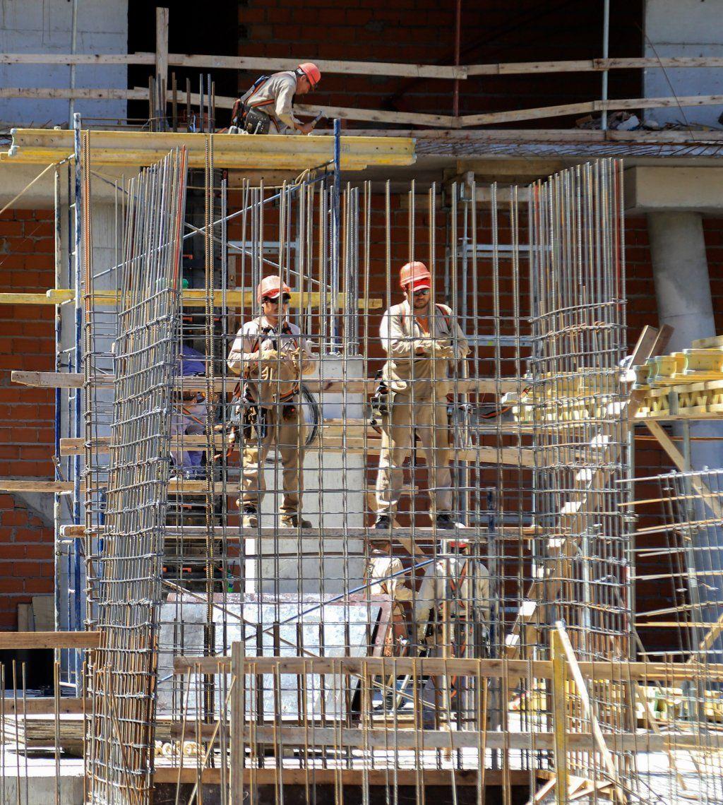 La construcción descendió un 12,9% en julio