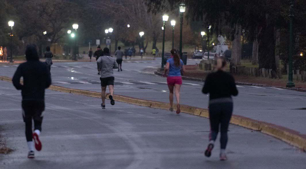Ciudad de Buenos Aires: peatonalizan calles y avenidas para ampliar los espacios para los runners