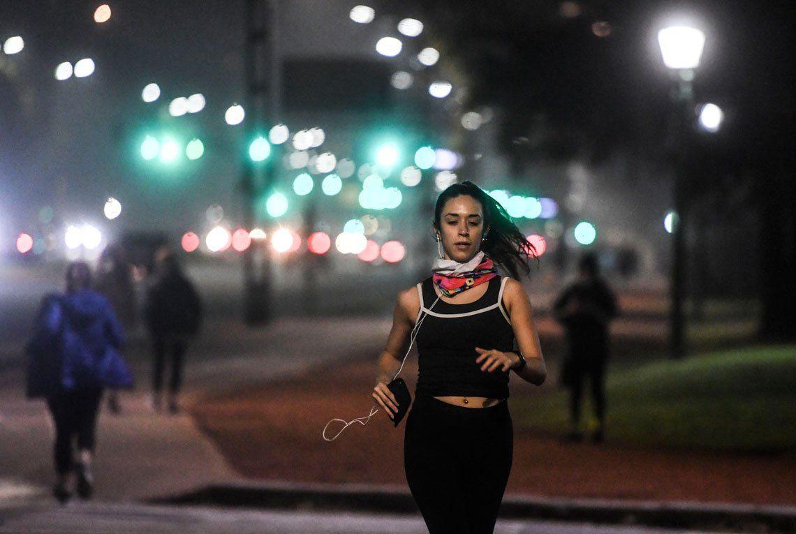 En fotos: miles de corredores en las plazas y parques porteños en el primer día de autorización