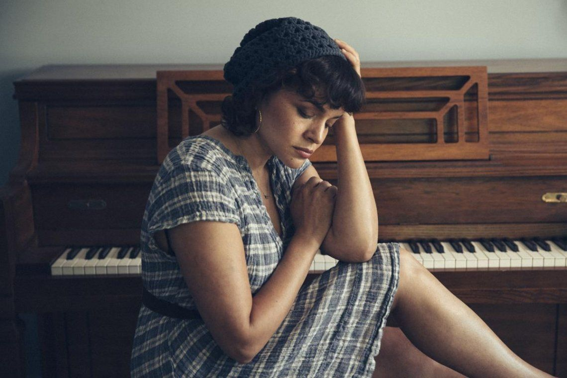 Norah Jones presentó su nuevo disco, Pick Me Up Off The Floor