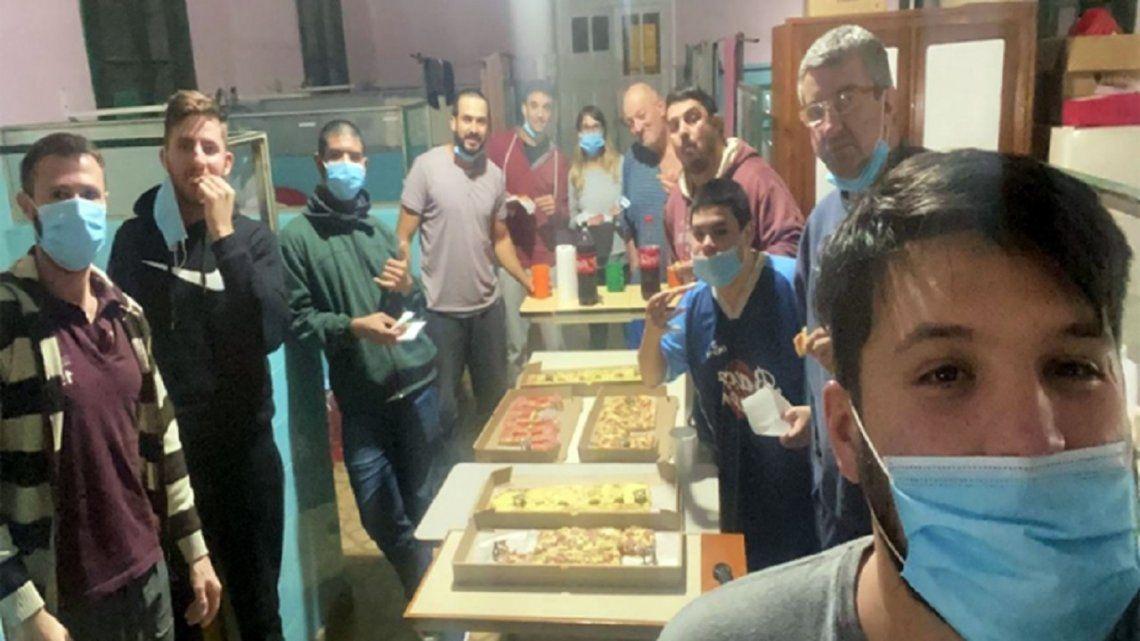 Polémica: estaban aislados por propagar el Coronavirus en su ciudad y pidieron pizzas y helados por delivery