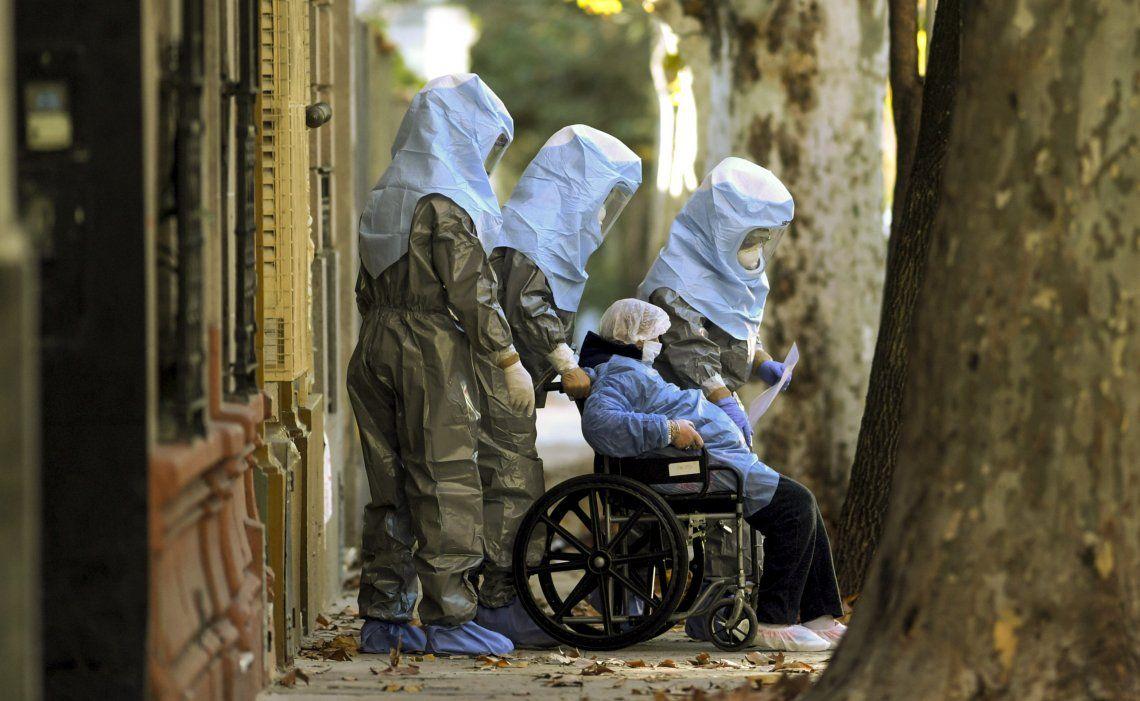 Más de 50 adultos mayores evacuados de un geriátrico de Flores por un brote de coronavirus.