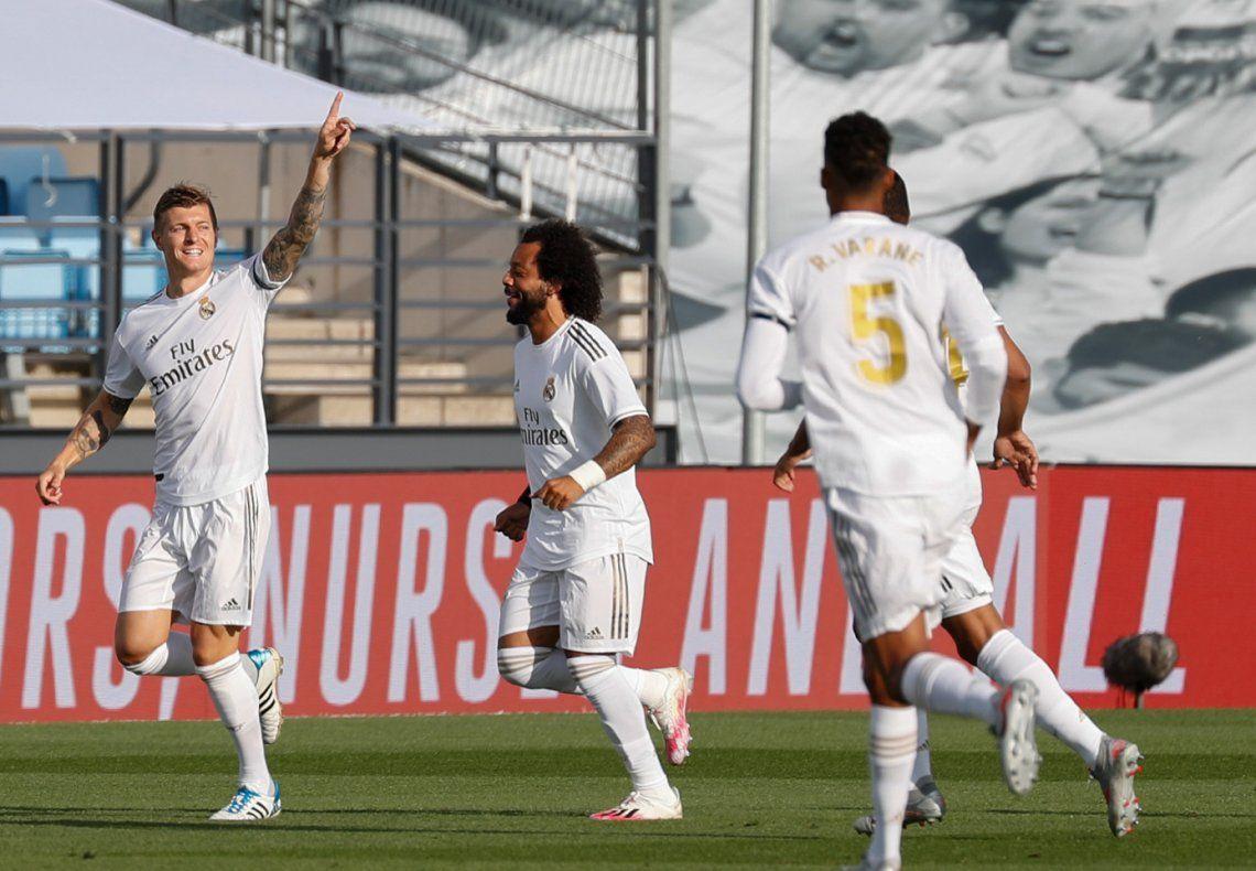 Sin sorpresas: Real Madrid liquidó rápido a Eibar y sigue al acecho